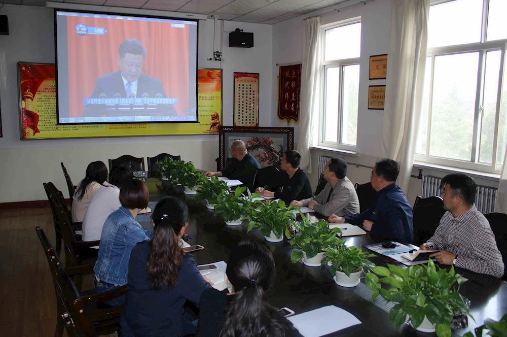 食品科学系党总支组织党员观看纪念马克思诞辰200周年大会